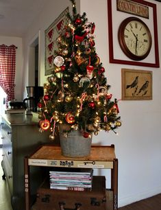 Cozy Little House: Christmas In The Living Room & Abi Update