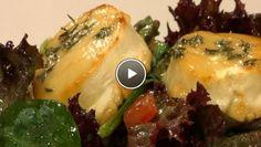 en dressing van het citroensap, de mosterd en olijfolie. Breng op smaak met zout en peper. Meng de sla, tomaten, komkommer en olijven met de dressing. Leg...