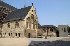Auf dem Domplatz von Halberstadt mit Blick zum Domschatz-Eingang (war leider (!) geschlossen ... )
