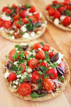 Greek Pita Pizzas Use pita bread, split into 2 sides. Top with small amount of meat sauce (jar kind is fine). Top with sliced cherry tomatoes, pitted olives, chopped parsley, sliced onions, and feta. Serve fresh or slightly baked.