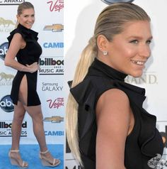 Ever the class act, Kesha popped in her gold tooth for the Billboard Awards (and forgot to put on pants).