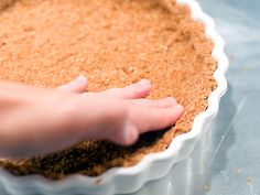 Oat Crumble Crust - by Serious Eats Looks really easy - a variation from a graham cracker pie crust recipe Gluten Free Pie, Gluten Free Baking, Gluten Free Desserts, Sans Gluten, Köstliche Desserts, Delicious Desserts, Dessert Recipes, Yummy Food, Cheesecake Desserts