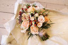 22 Incredible Autumn Wedding Bouquets you'll LOVE | peach posy wedding bouquet | weddingsonline