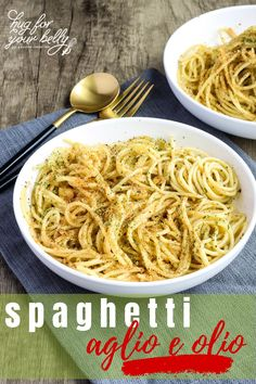 Simple pasta meets garlic and oil, topped off with toasty breadcrumbs for a wonderful weeknight dinner. With a green salad, and crusty bread, you have a complete meal in minutes. #spaghettialgioeolio #spaghettiaglioeoliowithbreadcrumbs #damndelicious