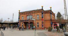 Friedensreich Hundertwasser Interpretation des Bahnhofs Uelzen. http://hansestaedte.com/hundertwasserbahnhof/