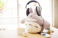 hee hee totoro with headphones