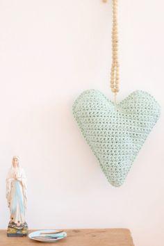 Haak een hip byClaire Nr. 2 kussen in hartvorm - craft kitchen