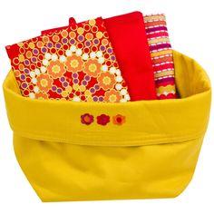 Brotkorb mit Geshicrrhandtüchern damit geht jeden Morgen die Sonne auf ;) http://www.karstadt.de/Yorn-Casa-Geschenkset-Brotkorb-gelb/30778496.html 10 Euro