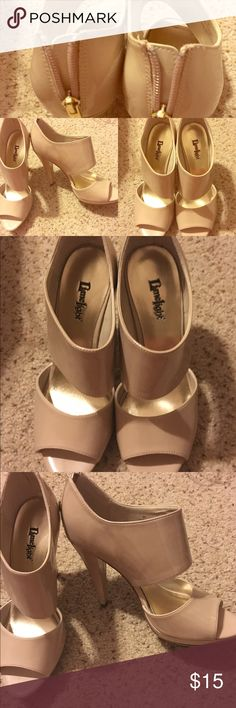 Nude Heels.. Great for fall! size 8 1/2 $15 Nude Heels.. With Booties style! Great with dresses or with skinny jeans! Size 8 1/2 $15 Shoes Ankle Boots & Booties