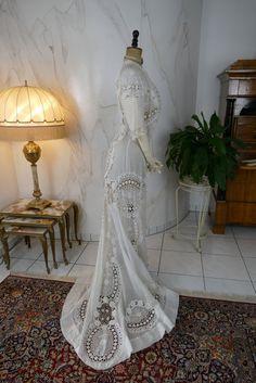 Irish Crochet Dress, ca. 1904 - www.antique-gown.com