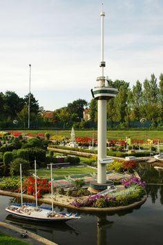 Madurodam é um parque em maquetes com todos lugares famosos da Holanda. Fica na cidade de Haia, a uma hora de Amsterdam, as crianças amam e as crianças que vivem dentro dos adulto também (risos).