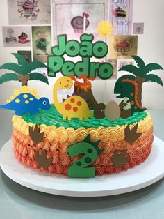 Bolo Dinossauro Birthday Cake For Him, Dinosaur Birthday Cakes, Jungle Theme Birthday, Bear Birthday, Dinosaur Party, Die Dinos Baby, Baby Dino, Dino Cake, Birthday Decorations