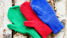 Knitting mittens and their thumbs. Knitted Mittens Pattern, Knit Mittens, Easy Knitting, Knitting Socks, Diy Crochet, Refashion, Handicraft, Gloves, Textiles