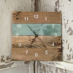 Use Pallet Wood Projects to Create Unique Home Decor Items – Hobby Is My Life Pallet Home Decor, Diy Pallet Projects, Pallet Ideas, Pallet Furniture, Wood Projects, Furniture Projects, Pallet Clock, Wooden Pallets, 1001 Pallets