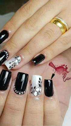 5 Gorgeous Gel Nail Designs With Flowers for 2019 : Check them out! Are you looking for a lovely Gel Nail Designs with Flowers for your long claws? You should take a look at the collection where we have got some unavoidable Gel Nail Designs With Flowers. Black Nail Designs, Gel Nail Designs, Stylish Nails, Trendy Nails, Super Nails, Nagel Gel, Fancy Nails, Flower Nails, Gorgeous Nails