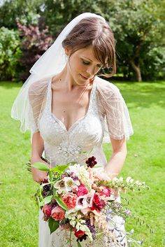 Professional florist Laura Hingston provides and creative bespoke floristry service in the South West and South Hams. Weddings, events and funerals.