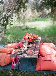 midsummer party spot ~ doesn't this look inviting!  I love it!  I may have to fix up a low table like this so we can do this anytime!