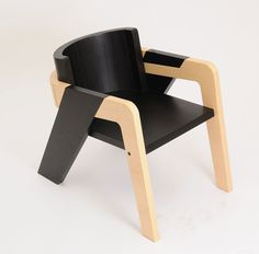 IO Chair 2014 Designed by Juan Jose Ochoa THIS SELF-ASSEMBLY CHAIR IS MADE OF BEND PLY- WOOD IN BOTH A NATURAL FINISH & A BLACK STAIN. DESIGNED DURING WHILE ATTENDING THE FLORENCE INSTITUTE OF D