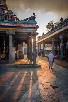 Morning rays at Kapaleswar temple , Chennai. Incredible India, Amazing, Indian Temple Architecture, Best Island Vacation, India Facts, Visit India, Hindu Temple, Varanasi, South India