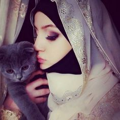 Find images and videos about cat, islam and hijab on We Heart It - the app to get lost in what you love. Hijab Niqab, Muslim Hijab, Hijab Chic, Hijab Outfit, Islamic Fashion, Muslim Fashion, Hijab Fashion, Modest Fashion, Muslim Girls