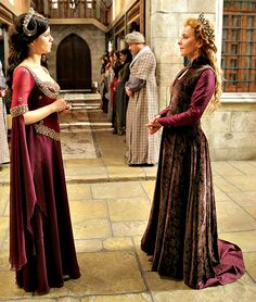 """""""Ah, sultana, I've heard that your mother is Safiye. I am so sorry, it must be horrible!"""" """"This is so sad, Alexa play Everybody Loves Me. Sultan Pictures, Royal Crown Jewels, Kosem Sultan, Kurti Neck Designs, Indian Bridal Fashion, Queen Dress, Turkish Fashion, Ottoman Empire, Bridesmaid Dresses"""