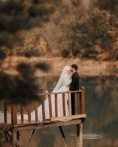 Hijab Wedding, Muslimah Wedding Dress, Muslim Wedding Dresses, Wedding Poses, Wedding Couples, Wedding Bride, Cute Muslim Couples, Couples In Love, Romantic Photos