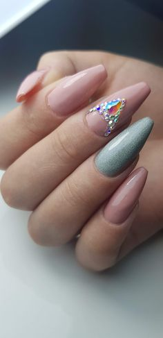 Constructie gel! Nude+gri sidefat si model din pietre Nails, Beauty, Beleza, Ongles, Finger Nails, Nail, Nail Manicure