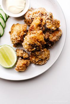 Japanese Fried Chicken - Karaage (Double the marinade, Marinade for full hour) Chicken Karaage Recipe, Fried Chicken Recipes, A Food, Good Food, Food And Drink, Yummy Food, Food Styling, Japanese Fried Chicken, Japanese Dishes