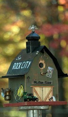 Life-like birdhouse