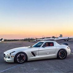 Slik White SLS Mercedes Benz