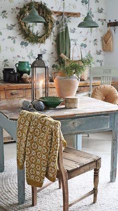 Scandinavian Cottage, Swedish Decor, Country Decor, Farmhouse Decor, Norway House, Pintura Exterior, Vibeke Design, Piece A Vivre, Cottage House Plans