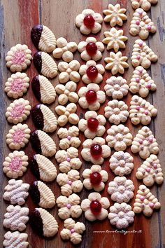 Palm trees with pistachios - HQ Recipes Italian Cookie Recipes, Italian Cookies, Italian Desserts, Mini Desserts, Biscotti Cookies, Spritz Cookies, Holiday Cookies, Cake Cookies, Polenta Crémeuse