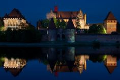 Malbork Malbork Castle, Thunder Moon, Places Ive Been, Europe, Mansions, Sunset, Night, House Styles, City