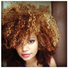 Those curls, that color!