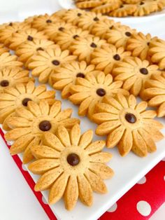 Aylarca Bayatlamayan Tarçınlı Papatya Kurabiye Turkish Recipes, Food And Drink, Cookies, Cake, Kitchens, Recipes, Food Cakes, Crack Crackers, Cookie Recipes