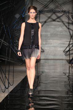 Foto de desfile de la colección SS 2012 Fashion Now.