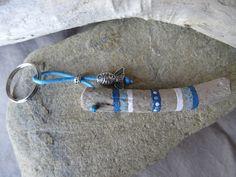 Items similar to Door keys or bag charm Driftwood painted blue on Etsy Driftwood Jewelry, Driftwood Projects, Painted Driftwood, Driftwood Art, Wooden Key Holder, Handmade Items, Handmade Gifts, Seashell Art, Sea Glass Art
