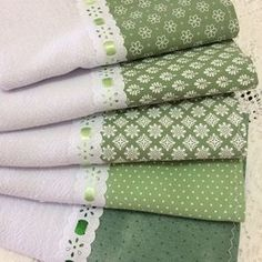 Kitchen Towels Crafts, Towel Crafts, Hand Towels, Tea Towels, Table Setting Design, Bed Curtains, Hanging Towels, Apron Designs, Baby Pillows