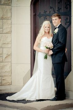 Courtney wore Amy Kuschel's Fillmore gown with the Sara Gabriel Gia sash. She looks so stunning- we loved her whole look. Photo by Splitting Image Photography.