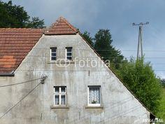 Verwaschene graue Fassade eines Bauernhauses zwischen Oerlinghausen und Lämershagen