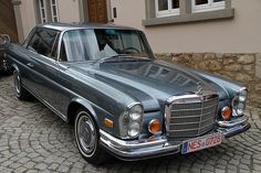 Mercedes-Benz 280 SE - Vintage and Retro Cars Old Mercedes, Mercedes Benz Maybach, Mercedes Benz Trucks, Classic Mercedes Benz, Mercedes Models, Bugatti, Lamborghini, Ferrari, M Benz