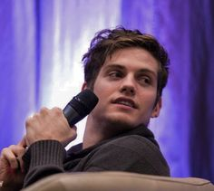 Daniel Sharman - so cute Good Looking Actors, Good Looking Men, Beautiful Boys, Gorgeous Men, Mtv, Daniel Sharman Teen Wolf, Teen Wolf Isaac, Dylan O Brain, Meninos Teen Wolf