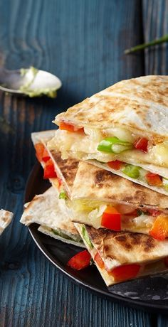 Quesadillas, Veggie Quesadilla, Chicken Wrap Recipes, Chicken Wraps, Tortillas, Healthy Tortilla Wraps, Food Inspiration, Favorite Recipes, Sandwiches