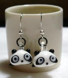 Customers jewelry craft show Cute Panda, Personalized Necklace, How To Make Earrings, Making Ideas, Jewelry Crafts, Polymer Clay, Kawaii, Tableware, Pretty