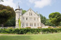 French self-catering holiday chateau dating from 19th century, Château Picol sleeps 12 and has large grounds including woodland and a small lake. www.purefrance.com/86005