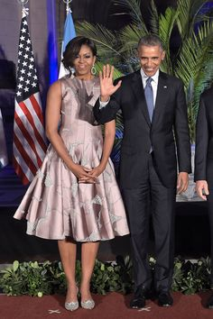 Michelle Obama Found Just the Right Dress For Dancing Michelle Obama Flotus, Barak And Michelle Obama, Barrack And Michelle, Michelle Obama Fashion, Barack Obama Pictures, Barack Obama Family, Celebrity Look, Celebrity Couples, Durham