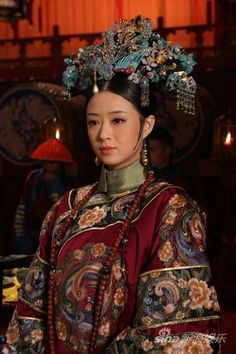 Chinese female costume of Qing Dynasty, from the drama 後宮甄嬛傳。 Google search.