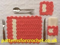Use the trendy chevron pattern in these fun Crochet Chevron Table Settings. These free crochet kitchen patterns include instructions on making a place mat with matching napkin ring and coaster. Crochet Home Decor, Crochet Crafts, Yarn Crafts, Crochet Projects, Crochet Placemats, Crochet Potholders, Crochet Doilies, Placemat Patterns, Crochet Curtains