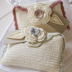Beautiful idea for a Spring clutch    -innovart in crochet