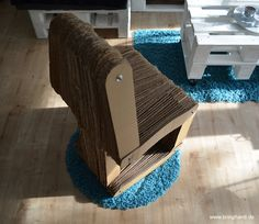 Fertiger Stuhl aus Karton